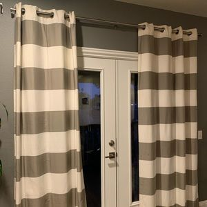 Curtain drapes in grey and white chunky stripes